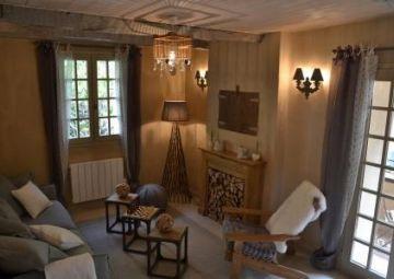 LA MAISON DE MOUSTIERS (Alpes de Haute-Provence)