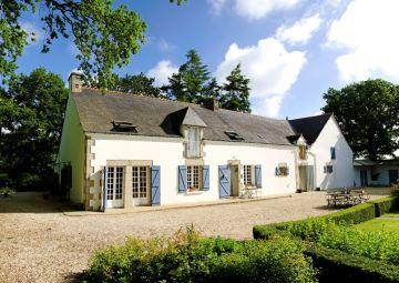 LA MAISON BLANCHE AUX VOLETS BLEUS (Morbihan)